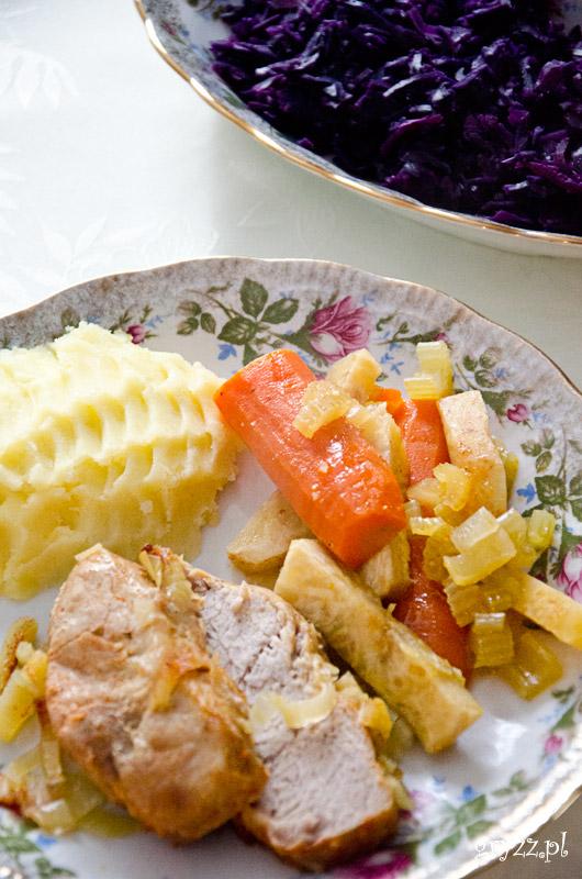 Schab duszony w całości z warzywami