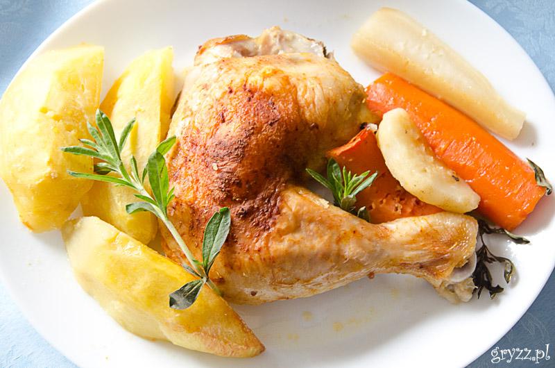 Kurczę pieczone z warzywami i cząbrem