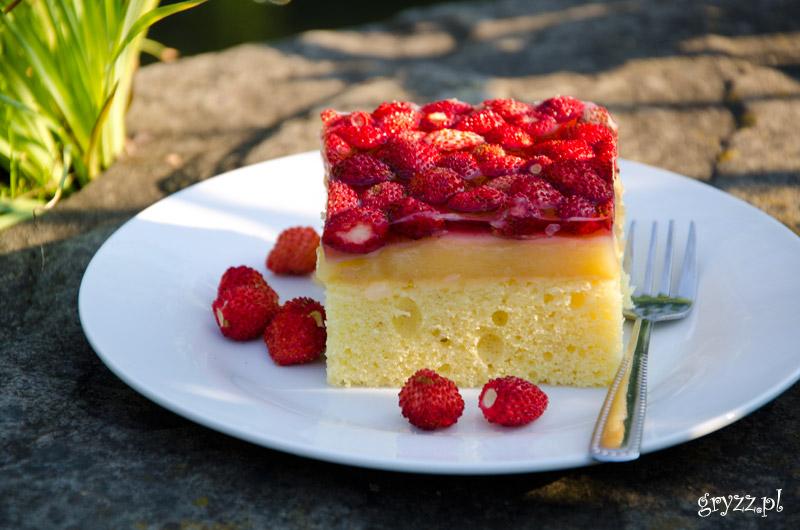 Bardzo cytrynowe ciasto z poziomkami