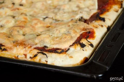 Pizza na grubym cieście