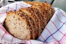 Razowy chleb ze słonecznikiem